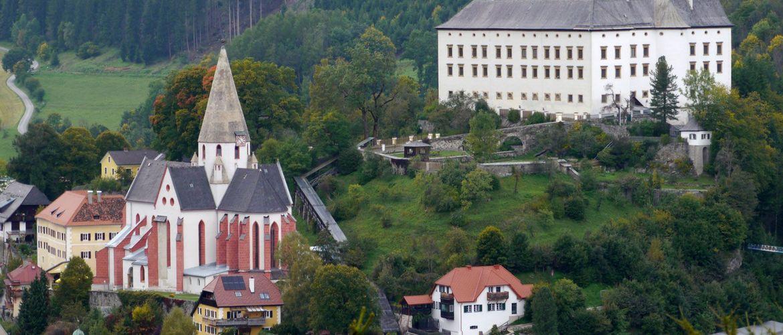 Schloss Murau m Stadtpfarrkirche c TVB Murau Kreischberg Anton Schwaiger web