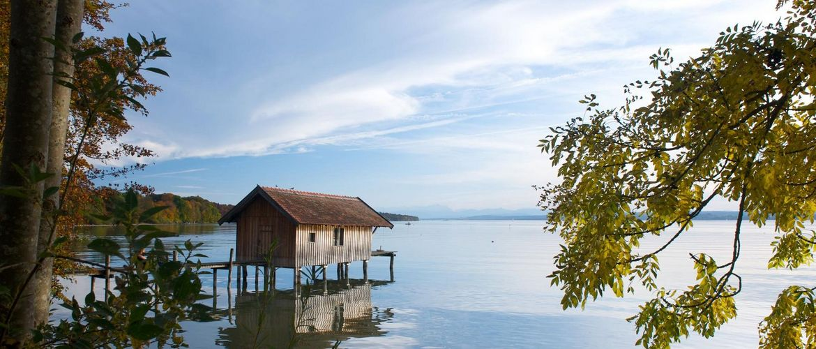 Ammersee Fruhling Bootshaus RGB iStock 98164817